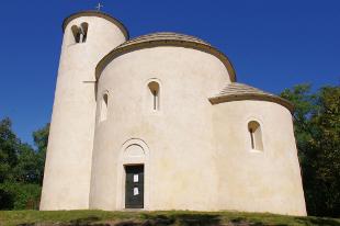 rotunda sv. Jiří a sv. Vojtěcha na hoře Říp